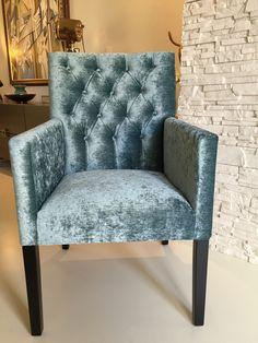 Velours eetkamerstoelen komen helemaal terug! Kies jij ook voor deze Design eetkamerstoel in velours? Bekijk hem hier: http://bankstellen.nl/gecapitonneerde-design-eetkamerstoel/