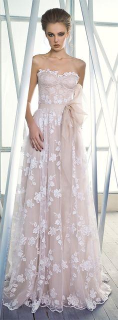 Este vestido de Mira Zwillinger -Charlotte- es una maravilla simple. Encantador…