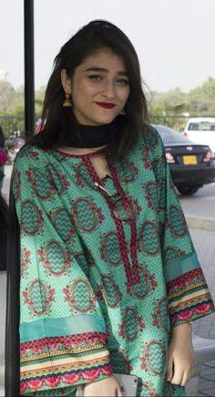 Pakistani Fashion Party Wear, Pakistani Dresses Casual, Pakistani Bridal Dresses, Pakistani Dress Design, Indian Fashion, Casual Dresses, Lengha Blouse Designs, Kurti Neck Designs, Dress Neck Designs