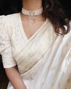 Cotton Saree Blouse Designs, Saree Blouse Patterns, Fancy Blouse Designs, Blouse Neck Designs, Latest Blouse Patterns, White Saree Blouse, Saree Wearing Styles, Saree Styles, Blouse Styles