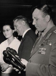 Gagarin visits Carlsberg.