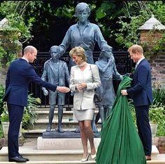 Royal Princess, Princess Of Wales, Diana Statue, Lady Spencer, Princess Diana Fashion, Prince William And Harry, Elisabeth Ii, British Royal Families, Charles And Diana