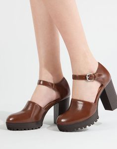 Check out our new Spring Summer 2017 collection for women and men at PULL&BEAR. Find the latest trends in fashion, shoes and accessories. Pretty Shoes, Cute Shoes, Me Too Shoes, Dorothy Shoes, Mary Jane Shoes, High Heel Boots, Shoe Boots, Women's Shoes, Orange High Heels