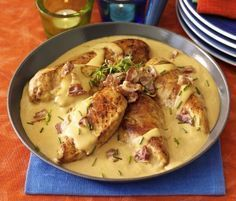 Kycklingpanna med bacon replace flour with potato starch for paleo/gf Chicken Breast Recipes Healthy, Chicken Recipes, Healthy Recipes, Vegetarian Recipes, Food In French, Swedish Recipes, Dessert For Dinner, Food Inspiration, Love Food