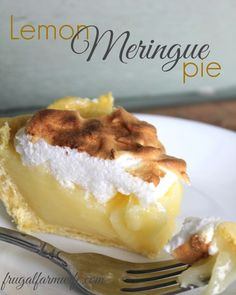 This Easy Lemon Meringue Pie Recipe is pretty much no fail. Perfect for company, or just to top off a nice dinner! This Easy Lemon Meringue Pie Recipe is pretty much no fail. Perfect for company, or just to top off a nice dinner! Mini Desserts, Lemon Desserts, Lemon Recipes, Just Desserts, Oreo Dessert, Dessert Sans Gluten, Gluten Free Desserts, Pastas Recipes, Pie Recipes