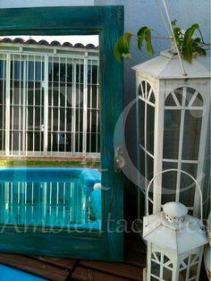 Vieja ventana transformada en espejo, patinada y avejentada en colores azul y verde. Conserva herrajes originales.