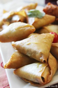 This recipe is from Auntie Faldela, a local resident of the Bo-Kaap since she was a little girl. She runs Cape Malay Cooking classes in the Bo-Kaap and is loved by everyone. Samosas, Empanadas, Savory Snacks, Yummy Snacks, Snack Recipes, Cooking Recipes, Delicious Appetizers, Savoury Dishes, South African Recipes