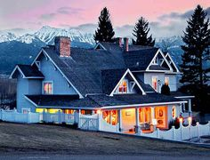From floating boutique hotels to romantic vineyard inns, here are 10 unique, wonderful places to stay the night in Oregon.