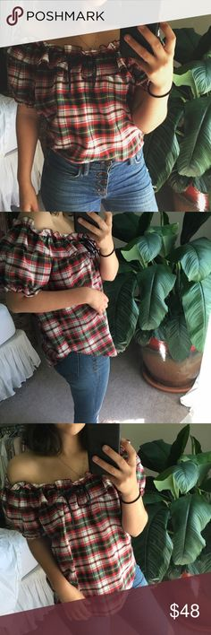 CHERRY off-shoulder top SIZE REFERENCE // 5'2 - 34A - S IN TOPS - 4 IN PANTS  ANY OFFERS ARE WARMLY ENCOURAGED  BUNDLE DISCOUNT DEPENDS ON THE ITEMS Vintage Tops