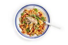 Boodschappen - Pittige pasta met tomatensaus en makreel