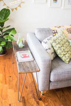 Sofá cinza + madeira rústica + plantas #decor #details