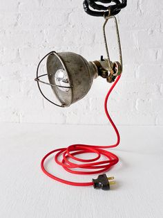 Industrial work light and vibrant red power cord. 2 trends, one lamp. Industrial Cage Light, Industrial House, Industrial Lighting, Modern Industrial, Vintage Lighting, Vintage Industrial, Industrial Design, Vintage Lamps, Luminaire Original