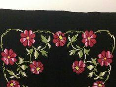 Cross Stitch Flowers, Cross Stitch Patterns, Prayer Rug, Needlework, Embroidery, Istanbul, Cross Stitch Borders, Bath Linens, Crochet Flowers