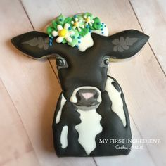 Cow cookies by My First Ingredient Should go great with milk! Cow Cupcakes, Cupcake Cookies, Sugar Cookies, Farm Cookies, Horse Cookies, Animal Cakes, Chocolate Biscuits, Galletas Cookies, Royal Icing Cookies