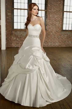 Elegant Sweetheart Princess Wedding Dress with Glistering Beadings and Sequins