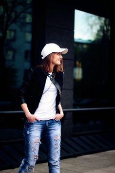 boyfriend jeans white baseball cap