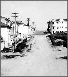 1959 - RUA CAIUBI - Perdizes - Vejam que o prédio na esquina à direita da foto , ainda é o mesmo e as casas foram todas demolidas. Essa parte da rua , em primeiro plano, é o começo da Rua Caiubi e em seguida, depois que passa essa esquina , já começa a Rua Desembargador do Vale ,e aí já pertence a Vila Pompéia. A travessa que se vê, é da Rua Diana, ou seja, é a rua , nesse lado , que faz a divisão entre os dois bairros.