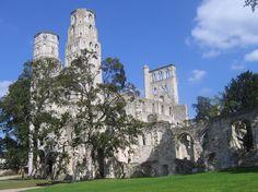 Destination vacance Abbaye de Jumièges, les ruines romantiques de la Normandie 1