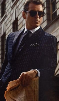 Wow....Pierce Brosnan, the epitome of Beaux Gents Men.