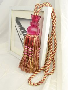 5 Colors QYM38 Polyester and Acrylic Curtain Tassel Tie Backs in Red Color