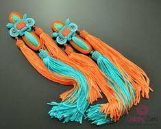 He encontrado este interesante anuncio de Etsy en https://www.etsy.com/es/listing/483896664/long-turquoise-orange-tassel-earrings
