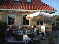 Op Ameland te leuk! Op bezoek bij vakantiehuis aan de Ridderweg 16 te boeken via www.vergezicht.op-ameland.nl 8 personen! Unieke stek!