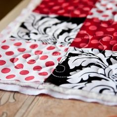 25 Quilting Tutorials for quilters of all levels, like this free motion quilting tutorial and video. (via Prudent Baby)