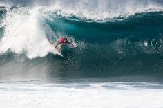 Joel Parkinson Wins Billabong Pipe Masters To Clinch ASP World Title Surf Boy, Surf Girls, Snowboard, Surf Movies, North Shore Oahu, Soul Surfer, Beach Cafe, Sport Of Kings, Big Waves