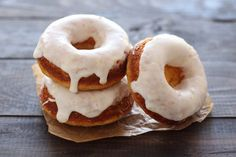 Baked Doughnuts with Lemon Glaze are wonderfully light, fresh, and take just 30 minutes, making it the perfect spring recipe! Coconut Quick Bread, Baked Doughnuts, Yummy Donuts, Donut Muffins, Cheese Muffins, Back To School Breakfast, Imperial Sugar, Sweet Dough, Homemade Donuts