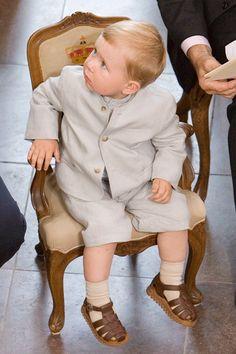 Prins Christian fulgte livligt med i, hvad de voksne foretog sig.