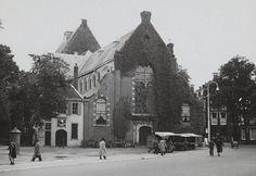 ZowasUtrecht: Utrecht jaren 40 (?): Janskerkhof. Nog geen Willibrord te paard (rechts) en ook Anne Frank ontbreekt nog (Foto NA).
