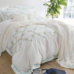 100% cotton white color embroidery bedclothes king queen size Bedding set  bedsheet set duvet cover Pillowcase