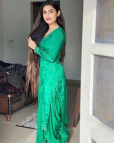 Desi Wedding Dresses, Pakistani Bridal Dresses, Pakistani Dress Design, Cute Girl Dresses, Stylish Dresses For Girls, Stylish Outfits, Patiala Dress, Punjabi Dress, Punjabi Suits