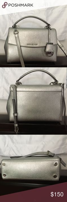 1c6d28f2a90c8 Michael Kors Handbag Beautiful and functional MK handbag  shoulder   crossbody . Bought in Macys
