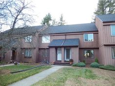 20 Greenfield Road, A3, Unit A3 Essex, Vermont // 3 lvl / 2 bed / 2 bath / 1,700 sq ft $167,500 // $319/month HOA