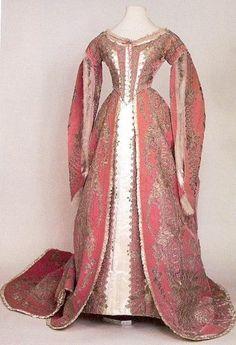 Robe de l'impératrice Maria Feodorovna 1886