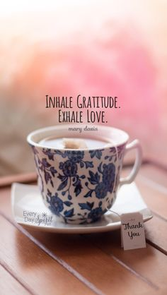 Tea and cottage love . Green Tea Cups, Tea Station, Tea Quotes, Cuppa Tea, Tea Art, Grateful Heart, Inspirational Books, Good Thoughts, Tea Time