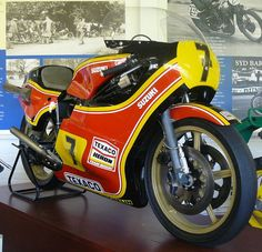 Barry Sheene's Heron Suzuki Motorcycle Racers, Racing Motorcycles, Classy Cars, Sportbikes, Old Bikes, Moto Guzzi, Vintage Bikes, Vintage Racing, Motorbikes