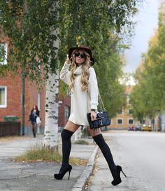 17 Fall Outfit Ideas With Over The Knee Socks - fashionsy.com Fall Outfits 557e91bc76f