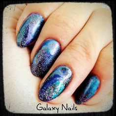 Uma galáxia na ponta dos seus dedos! ^^ (5 esmaltes = 3 cores cintilantes   2 brilhos :D )