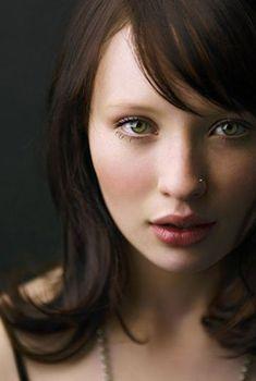 2011 世界で最も美しい顔100人の4位になったエミリー・ブラウニング