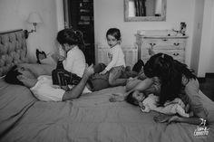 Cada cual atiende su juego  #ivanagorosito #fotografiadefamilia #fotografiadocumental #maternidad #paternidad #puerperio #fotografasargentinas #fotografiasinposes #materpater #fotografiadematernidad #maternar #reciennacido #talleresivanagorosito #homeiswheretheheartis #tallerdefotografia #thelifestylecollective #mellizas #lifestylephotography #crianzaconapego #clickinmoms