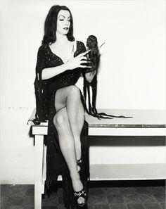Maila Nurmi as Vampira Retro Horror, Horror Icons, Vintage Horror, Sexy Horror, Vintage Goth, Vintage Sailor, Vintage Fashion, Frankenstein, Dracula