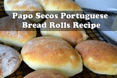 Papo Secos are the quintessential Portuguese bread rolls. These rolls have a nice crusty outside with a perfectly light and soft inside. Try with gluten-free flour Portuguese Rolls Recipe, Portuguese Recipes, Portuguese Food, Portuguese Sweet Bread, Portuguese Desserts, Bread Recipes, Cooking Recipes, Easy Recipes, Pan Relleno
