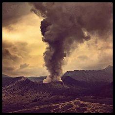 impeccable.indonesia.  #108 #indonesia #gunungbromo #volcano #supertime #sulphursmoke #serenity