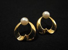 Vintage Gold Tone and White Faux Pearl Swirled Heart by ditbge, $5.25