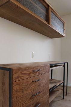 キッチンボードやカウンター、TVボードや玄関ミラーなど : SQUARE 納品&作品集 Rustic Design, Modern Rustic, Kitchen Storage, Interior And Exterior, Kitchen Design, House Plans, Sweet Home, Dining Room, Wall Cabinets