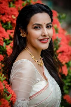 Photos, Stills, Posters and Images of movie Priya Anand - WoodsDeck Indian Actress Images, South Indian Actress Hot, Indian Bollywood Actress, Beautiful Bollywood Actress, Beautiful Actresses, Bollywood Saree, Bollywood Fashion, Indian Actresses, Beautiful Girl Indian