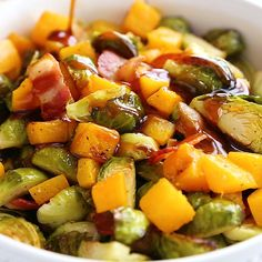 Maple Soy Glazed Roasted Brussels Sprouts and Butternut Squash with Bacon Bacon Recipes, Chicken Recipes, Chicken Appetizers, Yummy Recipes, Chefclub Video, Vegetable Side Dishes, Vegetable Recipes, Roasted Sprouts, Gluten Free