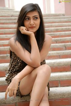 Wallpaper images of Indian, Pakistani, Afghan, Bangla actresses, models, girls, women, celebrities.